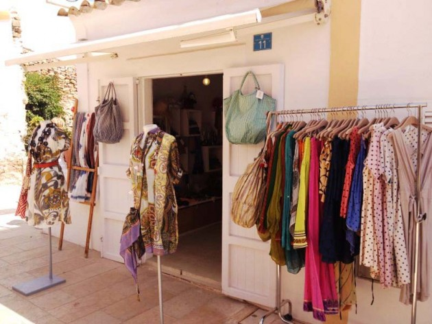 b3746e60f4 Il Mundo Insólito es una tienda situada en Sant Francesc desde hace más de  30 años