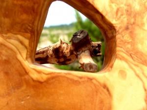 Detalle de la madera esculpida por Daniel Ventura, un escultor de Formentera